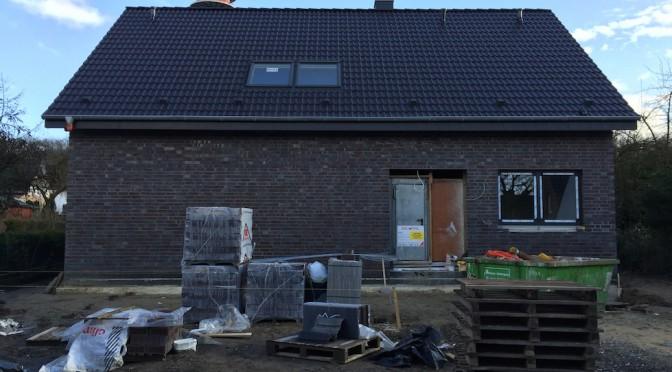 Mittlere Bauphase: Dach, Trockenbau, Heizung, Elektro, Putz